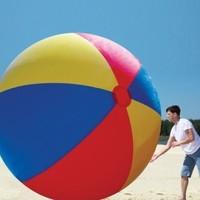 Une balle de plage géante