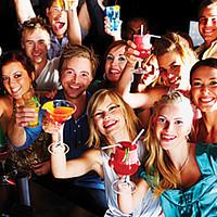 Voir vos amis et célébrer d'être célibataire
