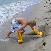Des mains pelleteuse mécanique pour vos châteaux de sable