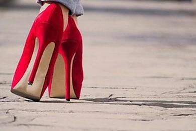 Un femme qui porte des talons vous en pensez quoi?