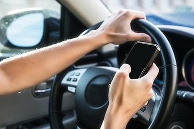 C'est dangereux de téléphoner au volant,mais c'est pratique.Vous en pensez quoi de cette loi?