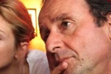 François Hollande doit-il officialiser sa relation avec Julie Gayet ?