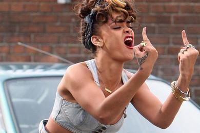 Rihanna peut pas, elle a enregistrement d'album. Ou elle vous aime pas.