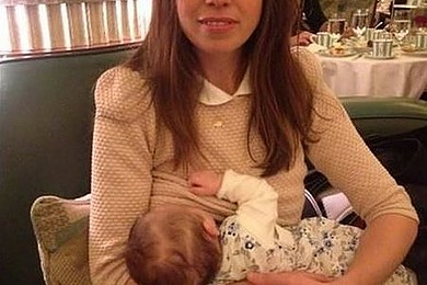 Une maman a été rappelée à l'ordre dans un hôtel luxueux pour avoir allaité son enfant. Votre avis?