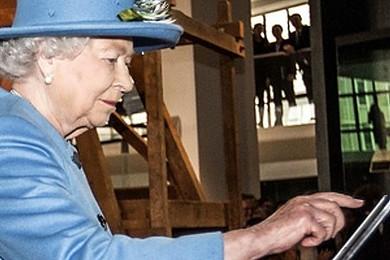 Quelle a été votre réaction lorsque vous avez découvert que la reine Elisabeth II était sur Twitter?