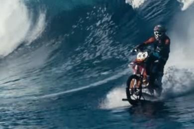 Robbie Maddison s'offre un tour de motocross sur l'eau! Vous en pensez quoi?? Exprimez-vous!