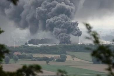 Un immense incendie ravage l'usine de Clarebout à Neuve-église en Belgique. Exprimez-vous librement.