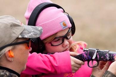 Ma maman, mon doudou et mon vrai gun rose à paillettes.