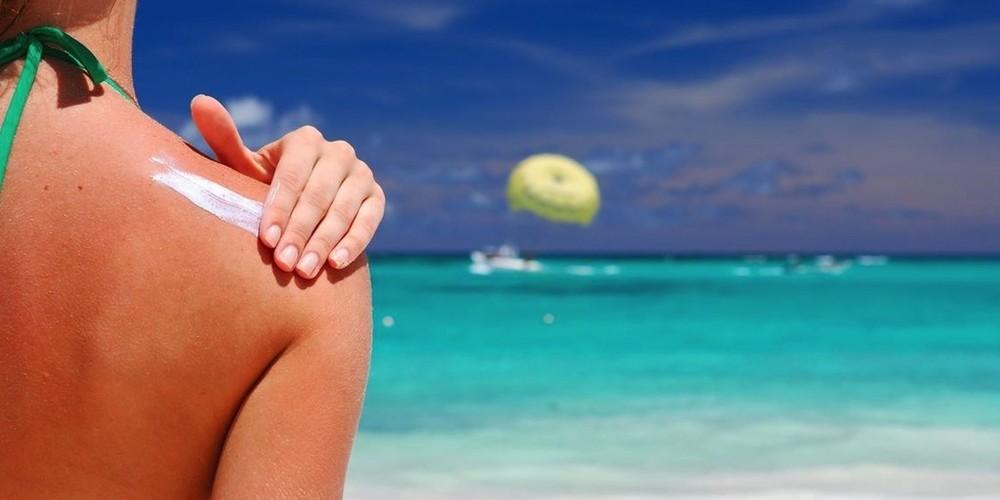 Usare la crema solare evita l'insorgere dei melanomi