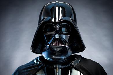Rapinatore si traveste da Darth Vader: arrestato