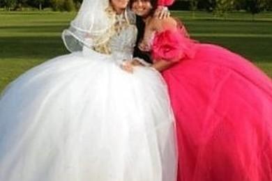 Vestiti brutti o indiscreto fascino del peccato? Vota l'abito da sposa più originale.