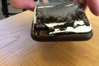 """Francia, ragazzo denuncia: """"Ustioni di secondo grado per l'iPhone in tasca"""""""