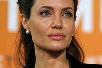 Dopo i seni, Angelina Jolie si fa rimuovere anche le ovaie. Condividi la sua scelta?