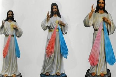 Ruba statua del Cristo e la restituisce restaurata