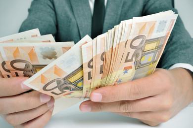 Riforme, busta paga: meno tasse per chi lavora di più