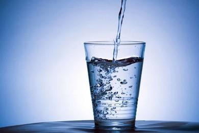 Pensi che l'acqua aiuti veramente a dimagrire?