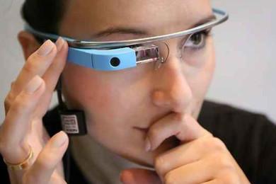 Addio Google Glass, cancellati anche gli account social