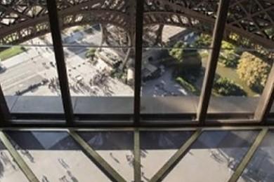 Tour Eiffel da brivido: si cammina nel vuoto a 57metri di altezza!