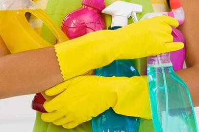 E' meglio l'aceto o l'anticalcare per le macchie sulla doccia?