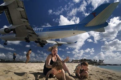 Do you think the Princess Juliana airport should be closed?