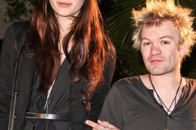 Deryck Whibley of Sum 41 married Ariana Cooper.