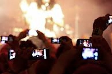 Some tall guy in front taking pictures during an entire concert: annoying. Fact