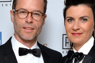 Guy Pearce and his wife split.