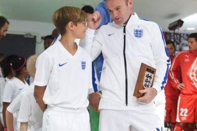 Is Romeo Beckham the new English soccer team mascotte?